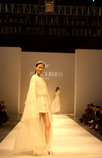 奢妃化妆学校携手PEACEBIRD打造高端发布会 引领时尚潮流