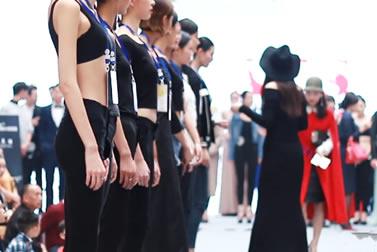 奢妃化妆学校助力成都时装周(皮革城)