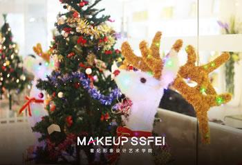 成都化妆培训班哪里好?甜美圣诞带你走进奢妃化妆专业班