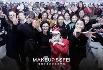 和奢妃化妆学校一起度过欢乐圣诞