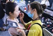 怎么学会给自己化妆|去专业化妆学校学习。