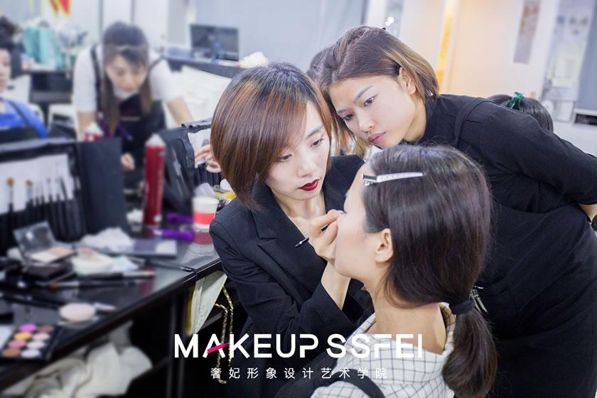 学化妆为什么一定要去化妆培训学校