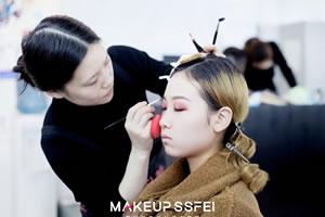 成都化妆培训学校学化妆要上晚自习吗