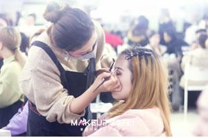 化妆学校化妆学员练习是怎么练习的呢