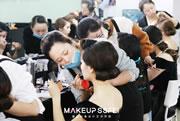 化妆师培训学校学员练妆