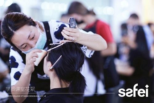 化妆师这个职业正经吗?是吃青春饭的吗?