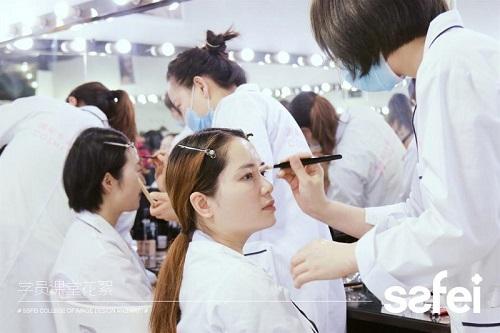 成都美容师培训一般都要学些什么