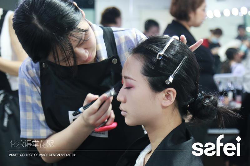 成都化妆学校口碑最好的是哪家