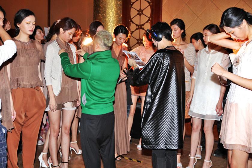 时尚盛典:成都时装周 奢妃指定化妆造型