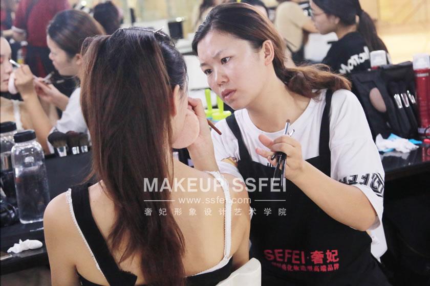 哪所学校可以学化妆?