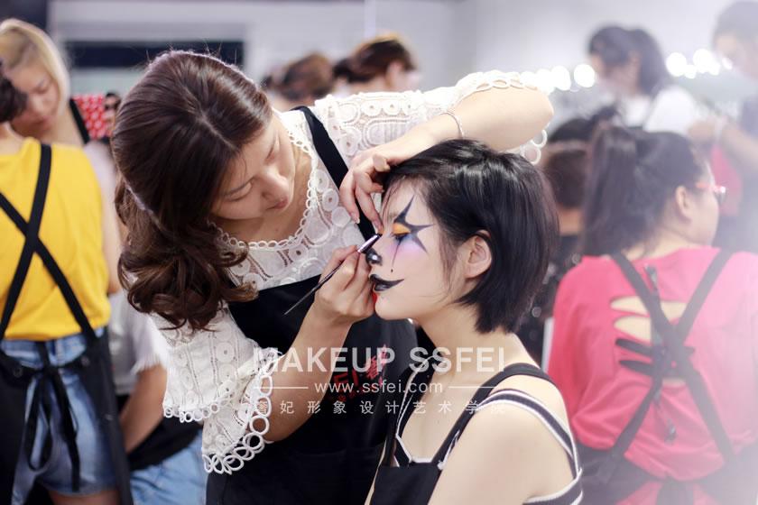 奢妃形象设计艺术学校化妆师笔下创造出美还有艺术