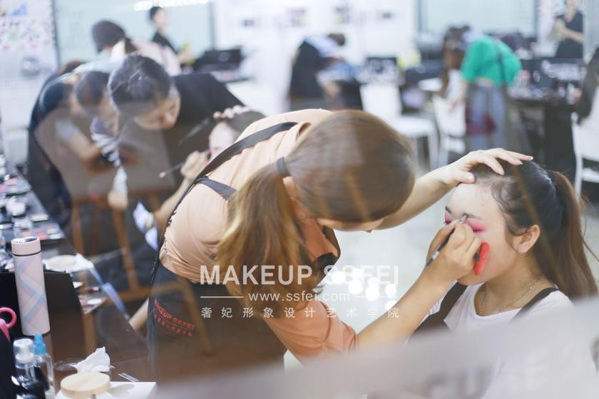2017年哪家化妆学校最正规?