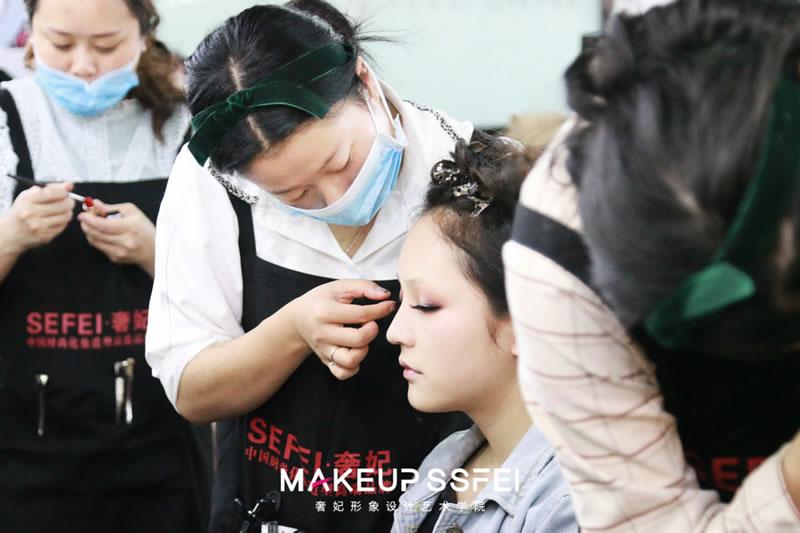 化妆师培训学校学化妆实操化妆机会多不多