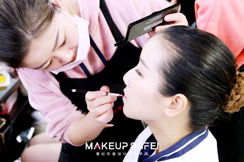 化妆学校零基础培训学化妆怎么选择培训学校