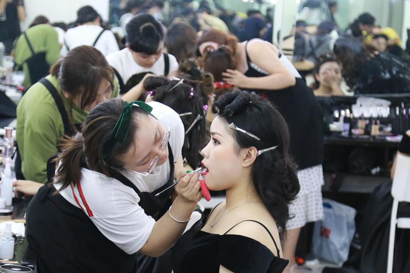 成都学化妆去那个学校学习化妆好?